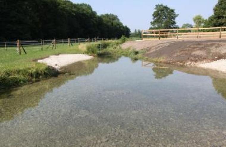 Wasserdurchtritt mit Flußbausteinen